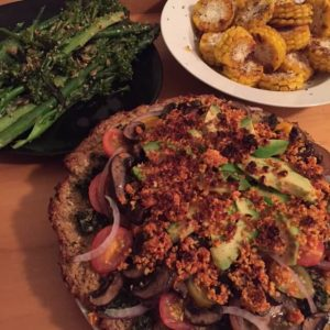 7 Day Easy Vegan Plan Dinner: cauli crust pizza